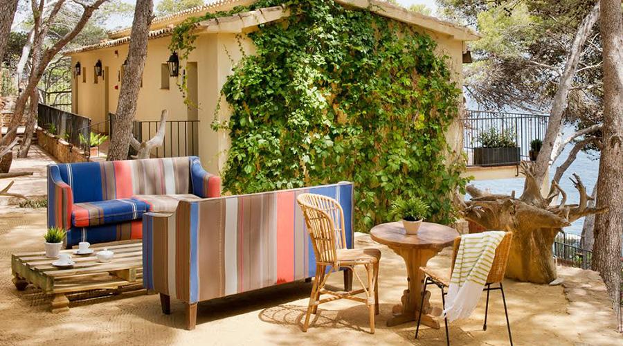 pr parer les beaux jours rafra chir le salon de jardin et bains de soleil atelier secrets. Black Bedroom Furniture Sets. Home Design Ideas
